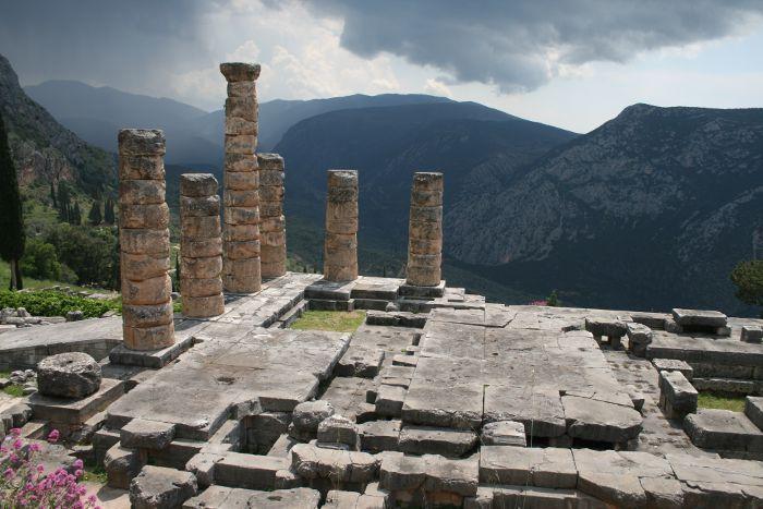 Ruiny świątyni Apolla w Delfach