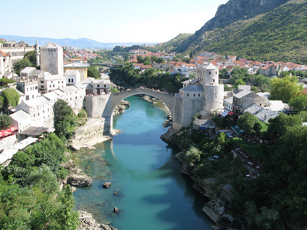 Mostar, widok na stary most /  http://www.flickr.com/people/jrover/