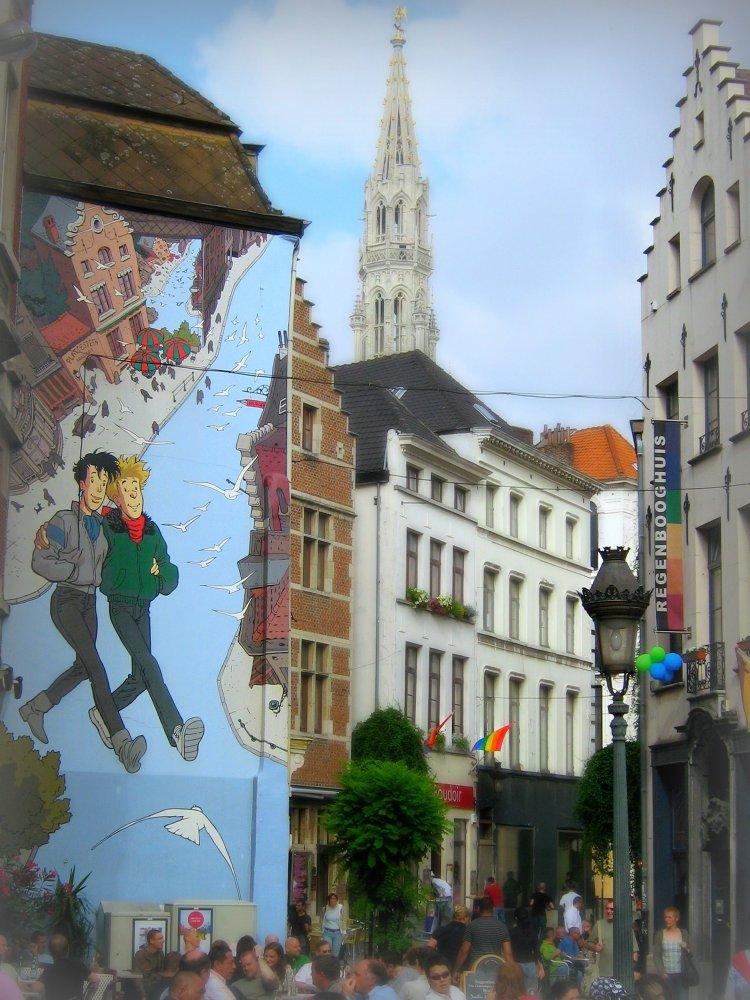 Gay is OK- mural w centrum Brukseli