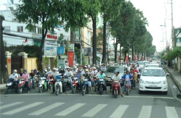 Zatłoczone ulice Ho Chi Minh City