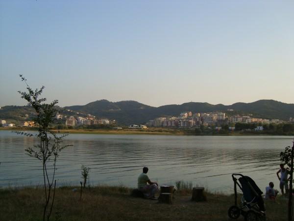 Liqeni I Tiranes – jezioro w Tiranie
