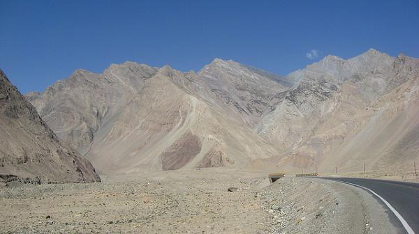 Karakorum Higway w prowincji Xinjiang, Chiny