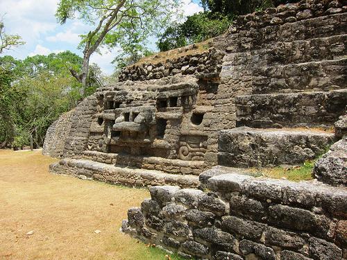 lamanai, świątynia Majów, krokodyla twarz