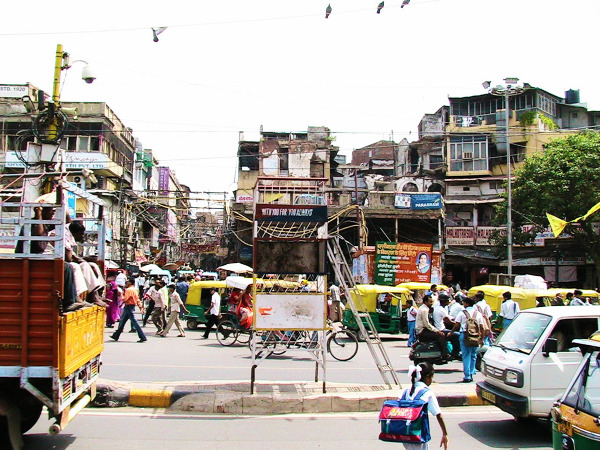W dzień wszystko ożywa. Dzielnica Chandini Chowk, Delhi.