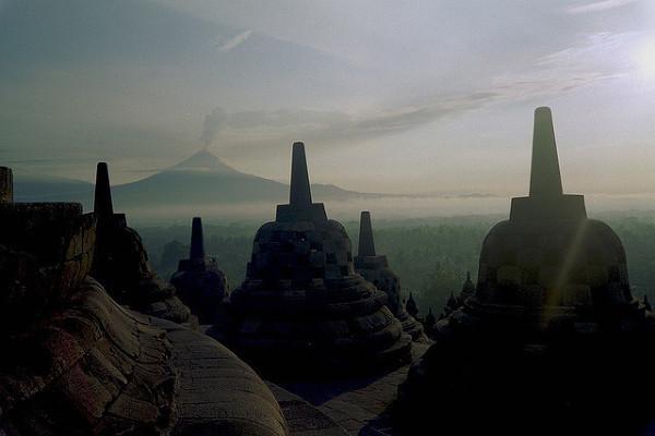 Wulkan Merapi, widok z Borobudur