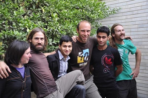 Od prawej: rowerzyści Julie i Pierre, Ahmed nasz gospodarz w Bandar Abbas, autor Piotrek Szymankiewicz, Amin - brat gospodarza, autostopowicz Laszlo