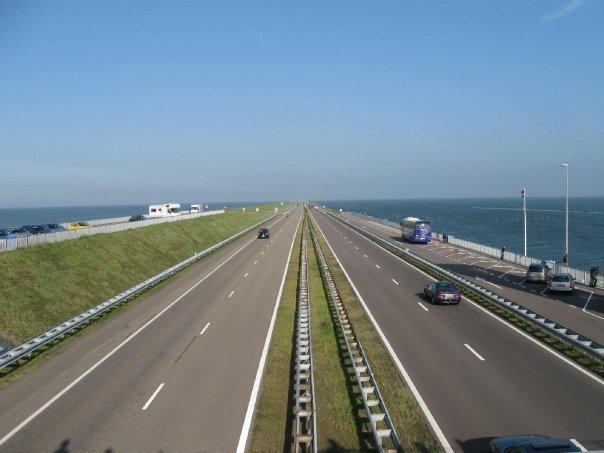 Rower, wiatrak i sztuka wysoka zagryzana śledziem, czyli wstęp do Królestwa Niderlandów