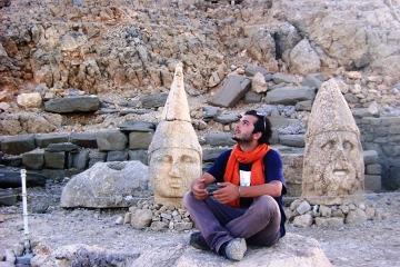 """Yahya wśród """"swoich"""" - z bogami na górze Nemrut"""