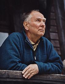 Janusz Kurczab na ganku schroniska przy Morskim Oku