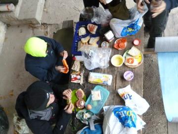 """""""Piknik"""" podczas ataku zimy gdzieś w Bośni..."""