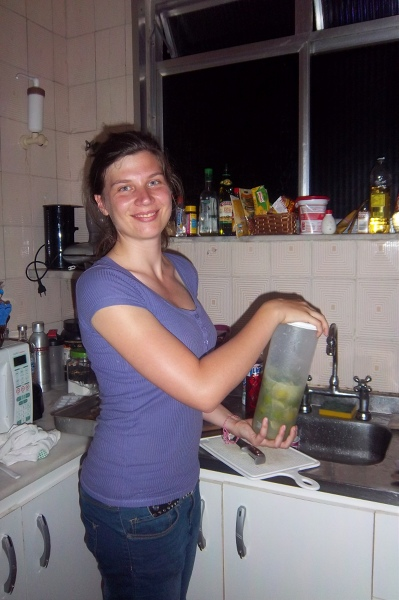 Caipirinha jest znanym brazylijskim koktajlem.