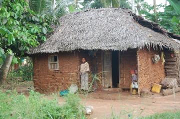 Tradycyjna chata wykonana z gliny i krowich odchodów