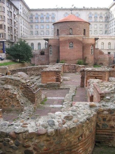 Sofia - cerkiew w patio parlamentu