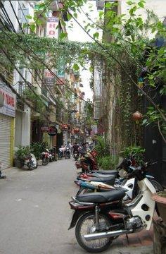 Na uliczkach Hanoi skutery zdają się pasować idealnie do otoczenia.