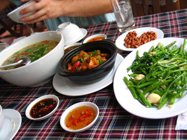 Typowy wietnamski obiad.
