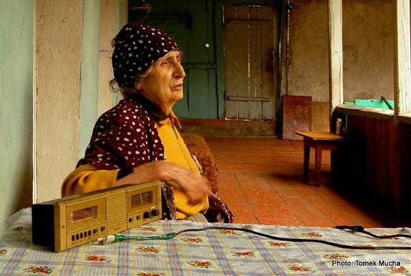 Babcia i jej niesprawne radio