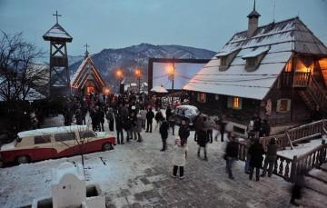 """Po filmie """"Życie jest cudem"""" Kusturica zbudował skansen Mecavnik niedaleko Mokrej Góry nawiązujący do filmu ."""