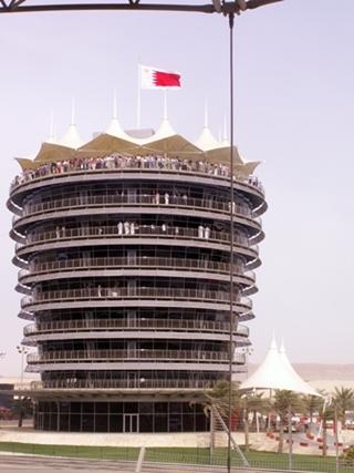 Bahrain International Circuit poza wyścigami Formuły 1 możemyrównież podziwiać samemu lub np. wybrać się tam aby pojeździćna gokartach.