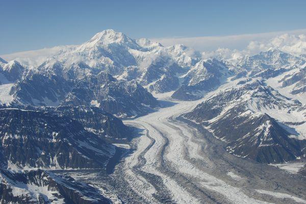 Widok na Denali z kokpitu awionetki