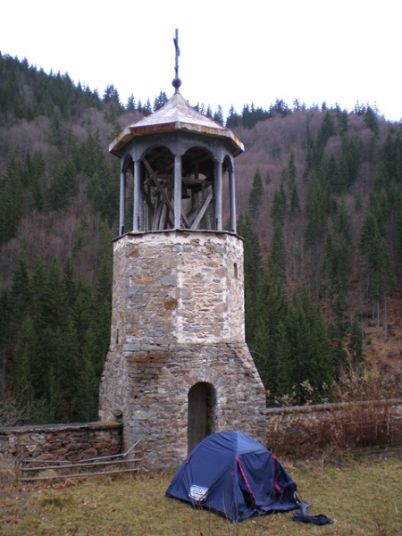Sziroka Łyka - nocleg na cmentarzu