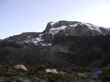 Szczyt Kibo górujący nad obozem