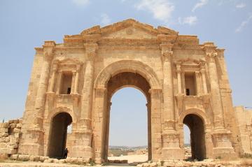 Luk triumfalny Hadriana – zbudowany 129 AD