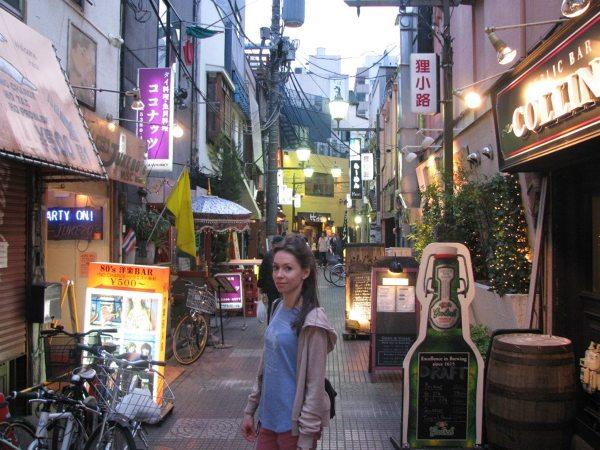 Dzielnica z klimatem odkryta przypadkiem obok osobliwych sklepów znanych jako Nakano Broadway