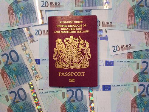 Niektóre państwa wymagają, żeby paszport był ważny co najmniej przez pół roku w momencie przekraczania granicy danego kraju.