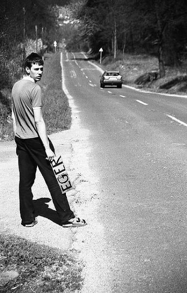 Długie godziny wyczekiwania przy drodze, czyli autostopowa nauka cierpliwości i pokory