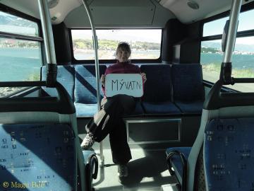 Nie często udaje się złapać na stopa autobus!Opuściwszy Akureyri, północ Islandii.