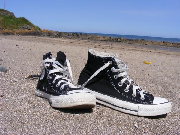 Wakacje w Irlandii powinny kojarzyć się z plażą i z wypoczynkiemPlaże choć w większości kamieniste stanowią miłą alternatywę od zgiełku miast. Są ciche i spokojne. Można wsłuchać się w odwieczny szum morza i zapomnieć o codziennych zmartwieniach.