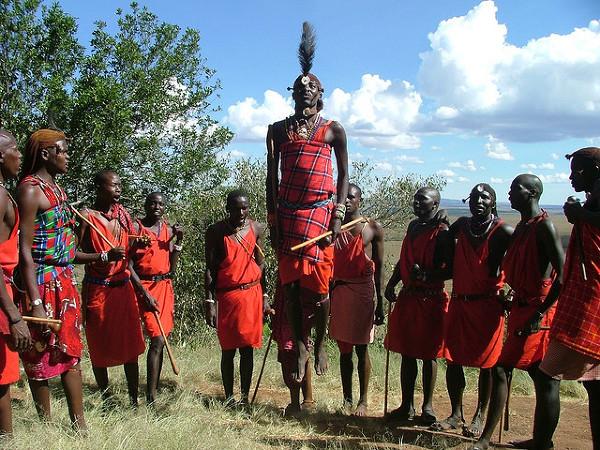 Masajscy wojownicy. Zdjęcie zostalo zrobione 19 Pażdziernika 2004