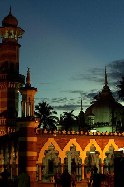 Meczet Dżamek u zbiegu rzek