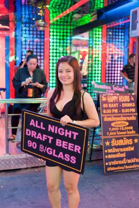 W Tajlandii nie brakuje zabawowych dzielnic dla turystów z euro lub dolarami