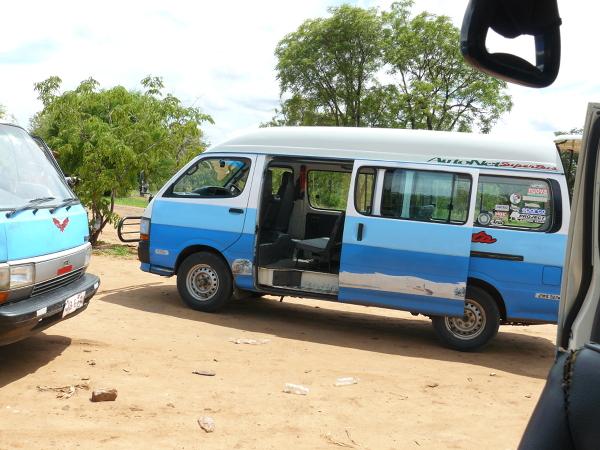 Minibus- popularny środek transportu w Zambii