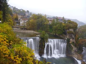 Wodospad w centrum miasta? Czemu nie! Bośniackie Jajce.