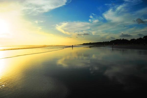 Kuta - plaża o zachodzie słońca