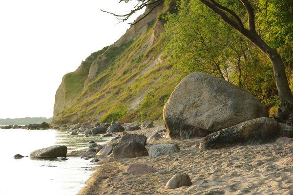 Skaliste wybrzeże półwyspu Gross Zicker do złudzenia przypominające wybrzeże chorwackie