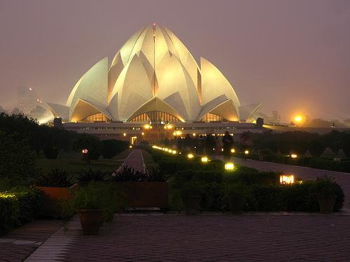 Bahaistyczna świątynia w Delhi jako przykład nowoczesnej architektury