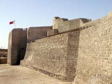 Bahrajn Fort to pozostałości po murach obronnych kraju, od lat 50tych jest też stanowiskiem archeologicznym. W środku znajdujęsię muzeum z wykopaliskami oraz część dotycząca historii Bahrajnu.