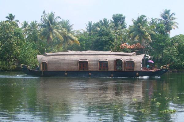 House boat, czyli luksusowy hotel na wodzie