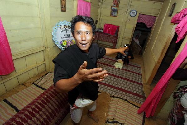 Podróż do Indonezji zaplanowałem z zamiarem zrealizowania materiałów reportażowych w kilku konkretnych lokacjach, co udało się mimo wielu przeciwności.<br /> Powstał między innymi materiał o charakterystycznych dla regionu Tana Toraja obrzędów pogrzebowych na Celebesie.<br />