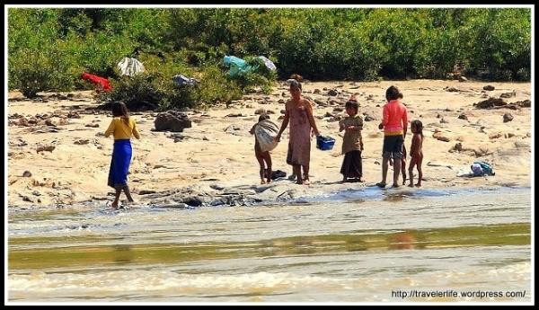 Nad brzegiem Mekongu