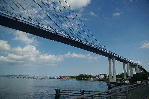 Nowy most łączący stały ląd z Rugią, niedaleko Stralsund