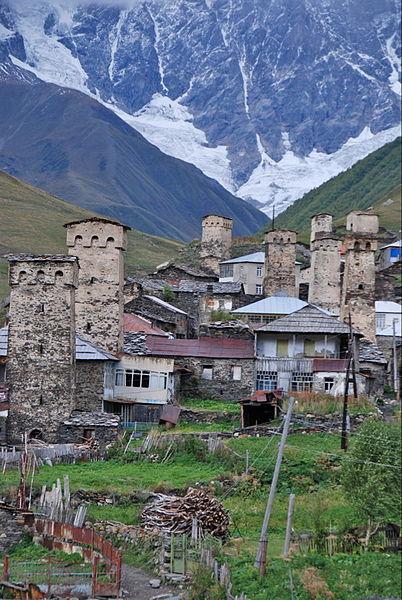 Kamienne wieże obronno-mieszkalne w Uszguli