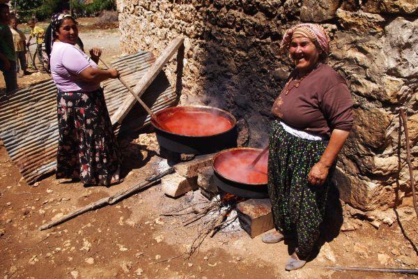 Gotowanie aromatycznego aywaru na pograniczu turecko-syryjskim