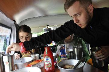 W trakcie wypraw bus jest nie tylko środkiem transportu, ale staje się również domem