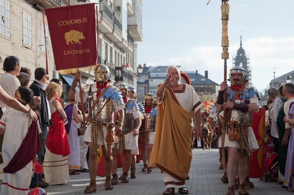Rzymska kohorta w trakcie imprezy Arde Lucus, odbywającej się w hiszpańskiej miejscowości Lugo.