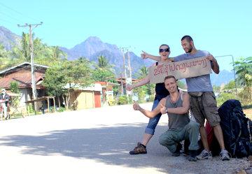 """Pierwsze podejście do """"podróży za jeden uśmiech"""". W drodze z Vang Vieng do Luang Prabang."""