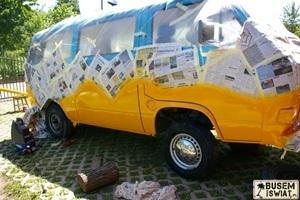 """Bus w trakcie renowacji, chwilę przed pierwszą wyprawą """"Eurotrip - Busem Przez Europę 2010""""."""